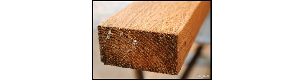 Brædder, tømmer og kalmar i lærketræ